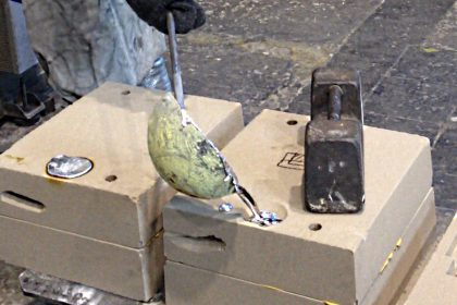 Coulée d'aluminium liquide à la louche