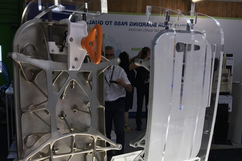 Trappe aéronautique sur un stand du Salon du Bourget