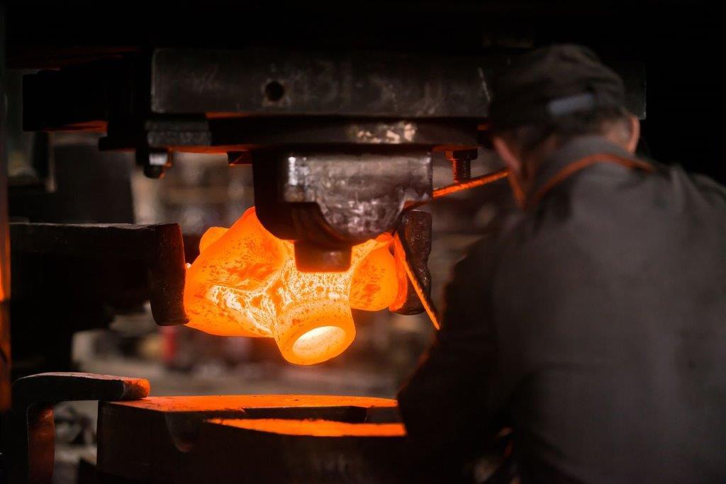 Opération de forge sur presse