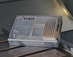 Extérieur du boitier electronique en aluminium avec ailettes