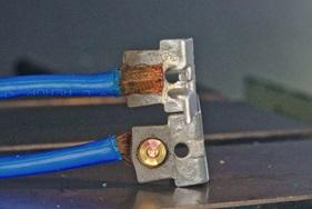 Remplacement du sertissage de pièces en cuivre par le FSW (en bas)
