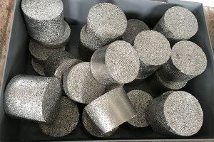 Briquettes de copeaux d'aluminium compactés.