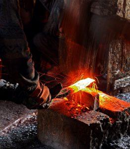 Fabrication en forge des sabres katana.