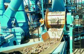 Broyeur a axe horizontal pour les matières premières.