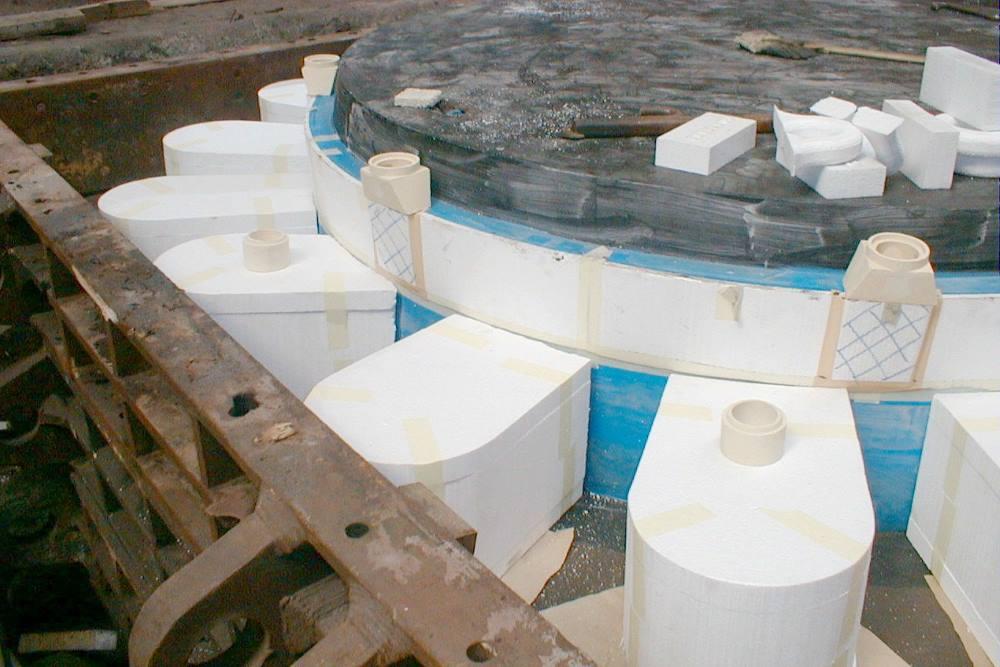 Moulage châssis en fosse - sable autodurcissant Alphaset - source Tamaris Industries.